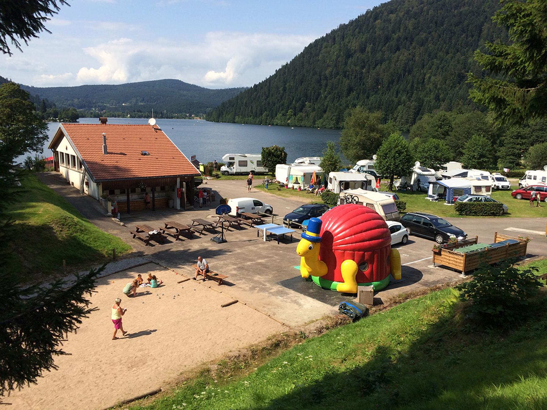 Camping dans les vosges camping en montagne camping avec for Camping massif central avec piscine
