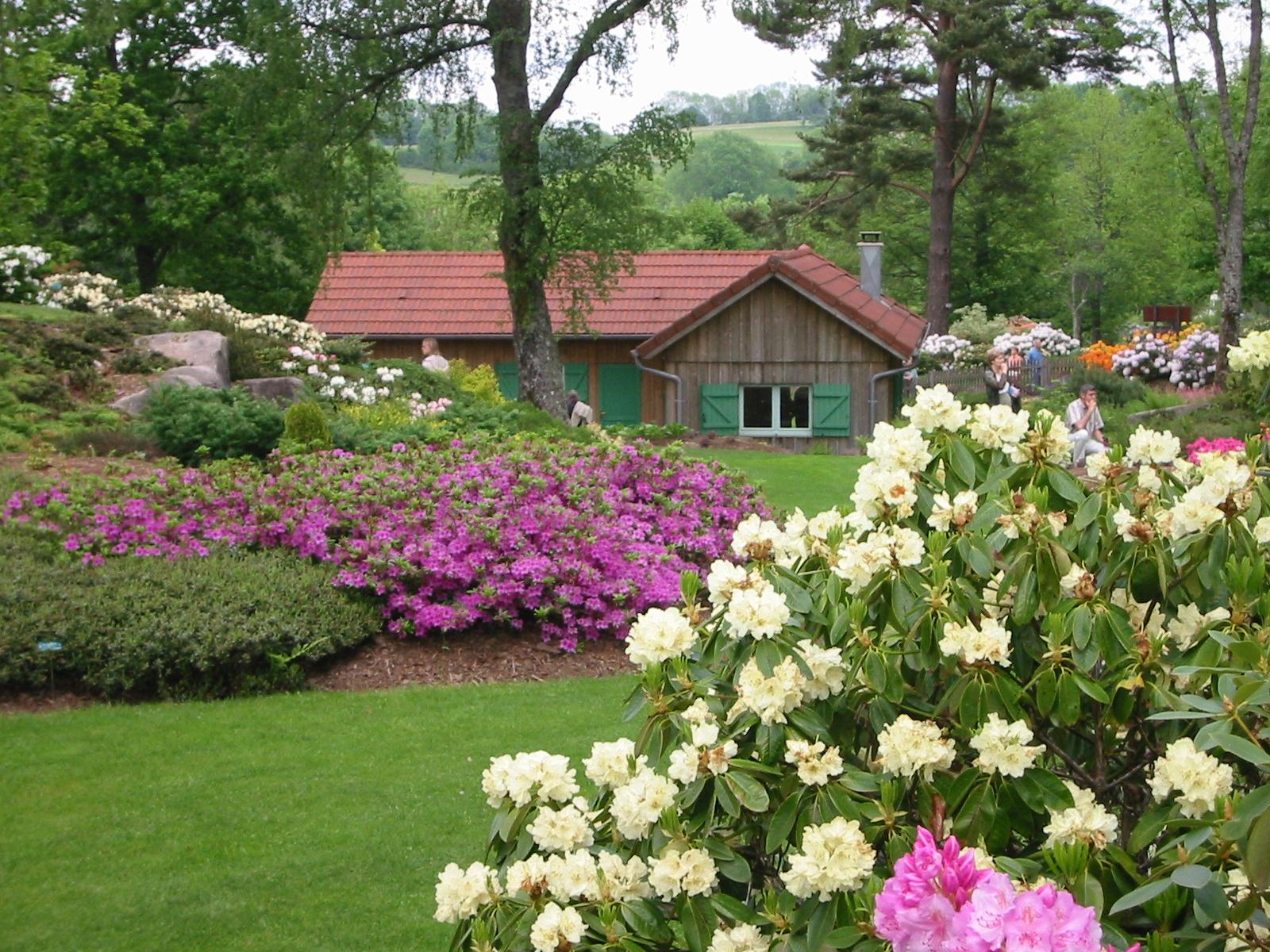 Office de tourisme du pays des abbayes autour de vous for Jardin et vous