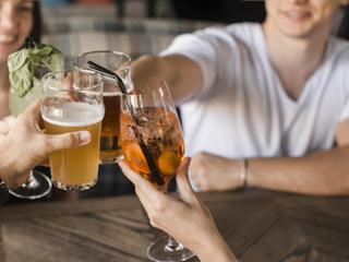 bar à vins bières le grenier freepik