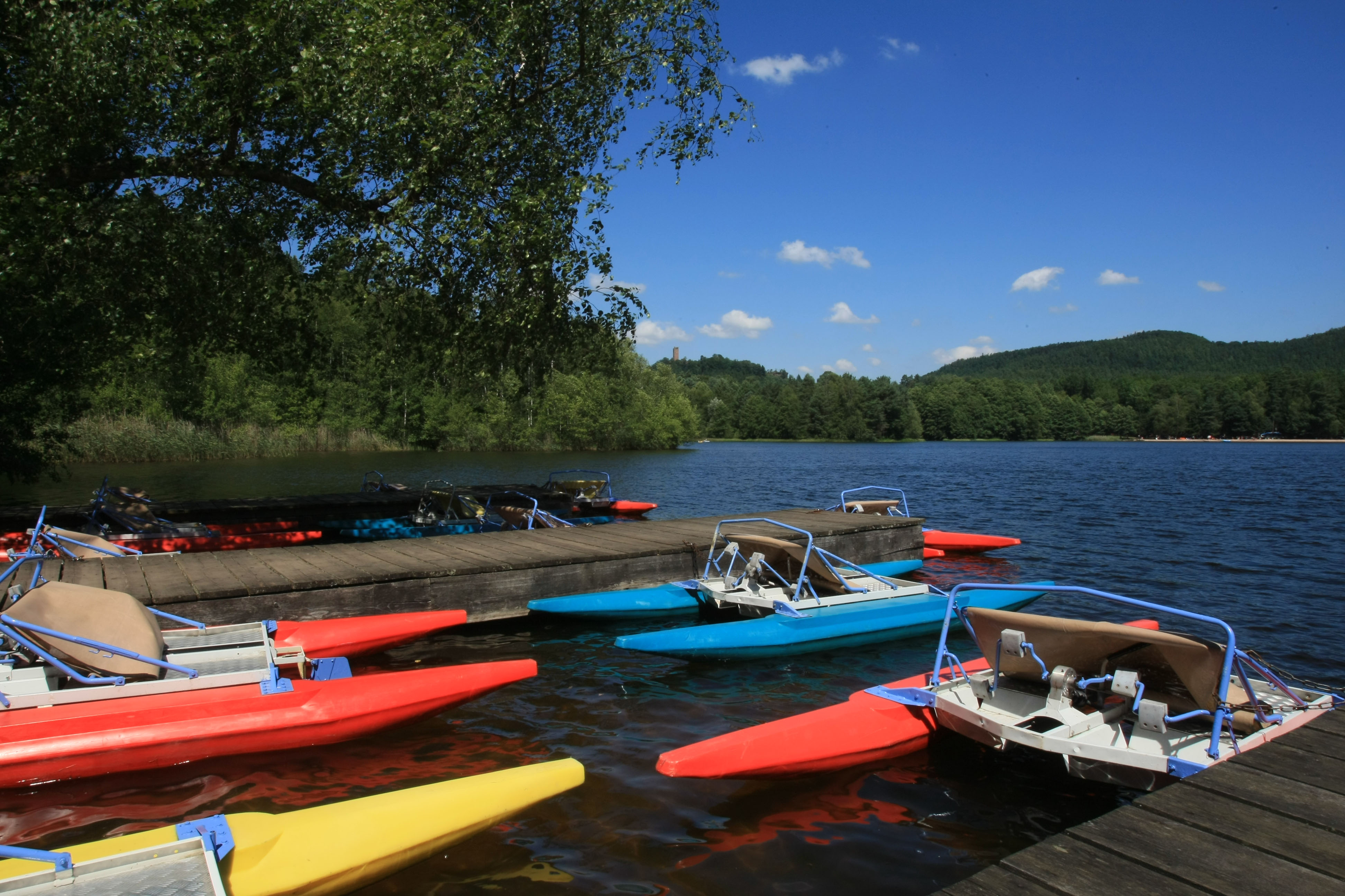 LOCATION DE PEDALOS ET BARQUES