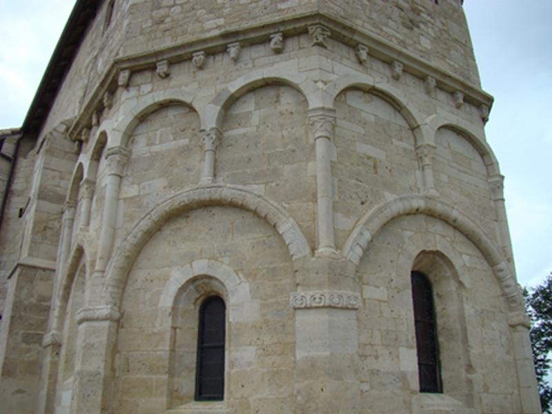 EGLISE ROMANE DE VICHEREY, UNE ANCIENNE CHAPELLE DE CHÂTEAU FORT